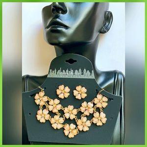 🏷 🆕 Nicole Miller Peach Necklace + Earrings